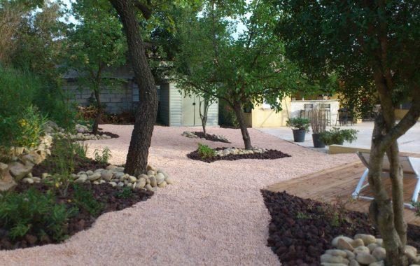 Jardin sec en provence verte